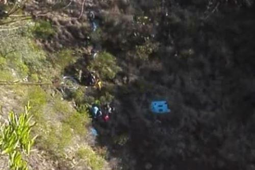 Al menos 12 muertos al caer bus a un abismo en Perú